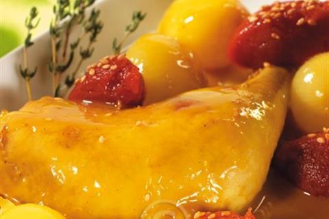 طاجين الدجاج بالبصل الصغير ومربى الطماطم