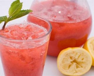 شراب الليمون والفراولة