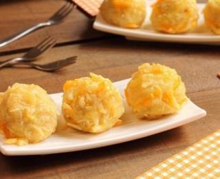 كرات البطاطس بالبشاميل المقرمشة