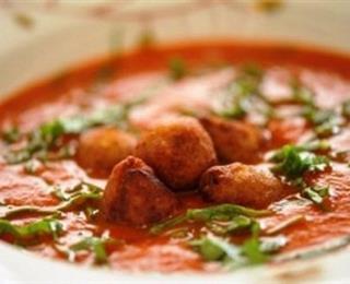 كبة السمك في شوربة طماطم