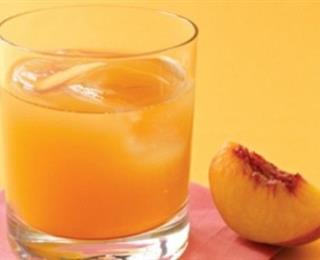عصير الخوخ مع شراب الورد