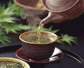 الشاي بالهيل والزعفران