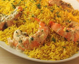 الأرز بصلصة الباساتا والبهارات