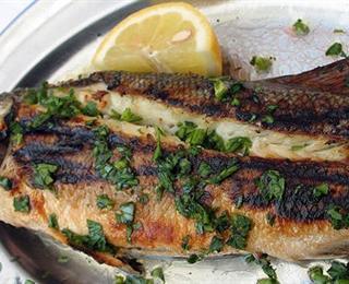 سمك بلطي مشوي بالردة