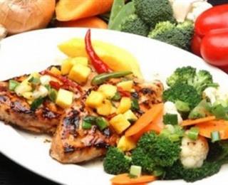 الدجاج المتبل مع الخضروات
