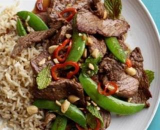 شرائح اللحم مع خضار الربيع التايلندية