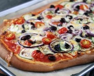 بيتزا الزيتون والبصل