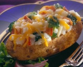 البطاطا المحشوة بالدجاج والفليفلة والجبن