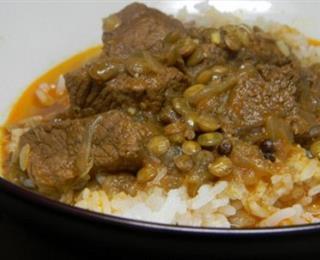 اللحم بالكاري مع العدس والأرز البسمتي