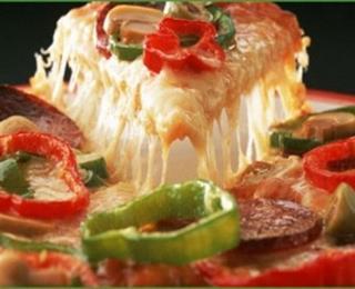 البيتزا بالجبنة الرومي