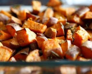 مكعبات البطاطا المشوية