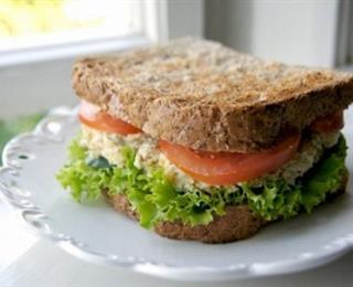 ساندويتش التونة بالمايونيز