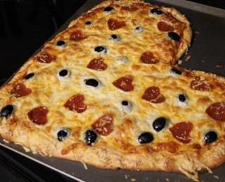 بيتزا على شكل قلب