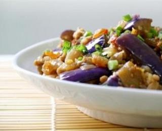 السمك بالباذنجان والأرز