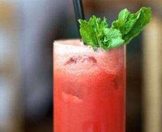 عصير البطيخ بأوراق النعناع