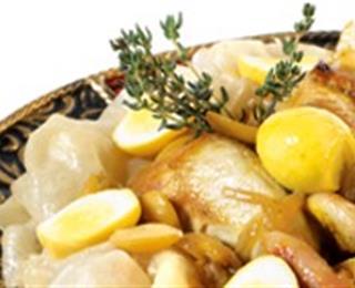 طاجين بكويرات سمك الغبر (الميرلان) والخضر