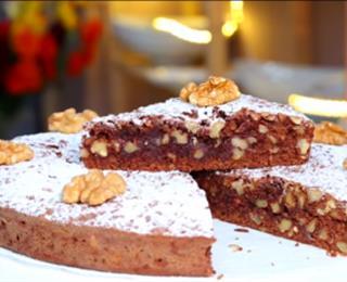 حلوى بالشوكولاتة، التمر والجوز